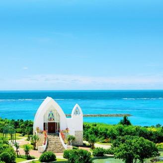 「沖縄の自然に包まれた温もりの空間」をコンセプトにしたクルデスール・チャペル。
