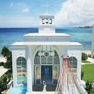 ウエディングの為のリゾート「アールイズ・スイート」沖縄でもっとも海に近い会場です。