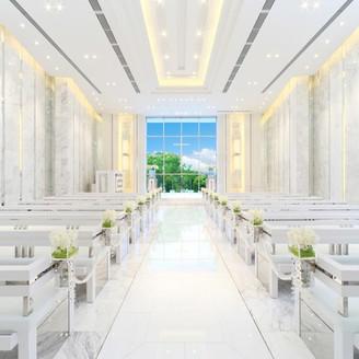 大理石を基調とした、白く明るいチャペルです。自然光でより明るく。また、ゲストとの距離も近いのでアットホームさを感じて頂けます。