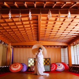 総ヒノキ造りの能舞台での挙式をご紹介 京都ならでは日本人らしい 美しく穏やかな京都ウエディングを叶えて
