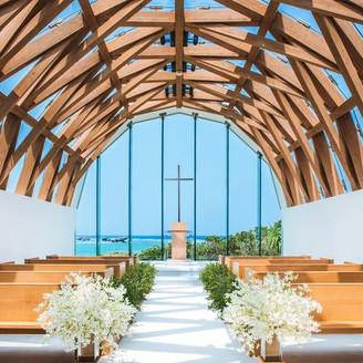 教会が佇むのは、島のなかでもより海に近い特別な場所。