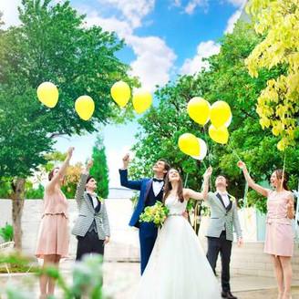 2017年5月、チャペル前ガーデンがリニューアルオープン!憧れのガーデンテラスで人気のバルーンリリース☆