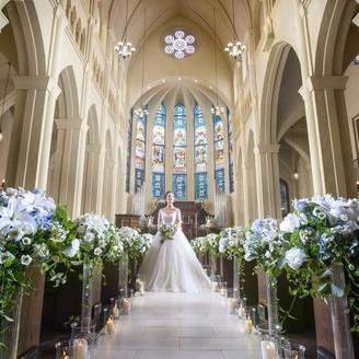 20メートルのバージンロードを誇る大聖堂・セントアドラシオン