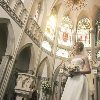 """本物ならではの荘厳な佇まい。大切な人々へ感謝の気持ちや最愛の人への想いを胸に永遠の幸せを誓う。神聖な祝福に満ちた大聖堂""""St. Corbenic Chapel"""""""