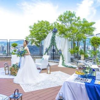 ホテル8階から広島市内のロケーションを一望しながら叶うアットホームウエディング!