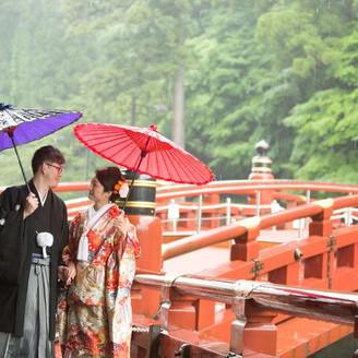 「日光の社寺」の玄関ともいえる美しい神橋を花嫁行列で渡ることができる