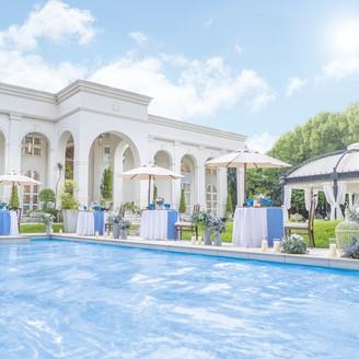 プール付の大豪邸を貸し切って特別なウェディングを