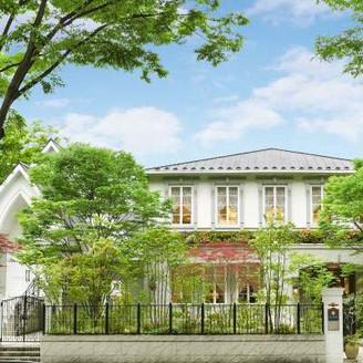 定禅寺通りの緑溢れる貸切邸宅でゲストと自然体で想い出を重ねるウエディングを