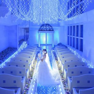 幸せを願う サムシングブルー 青いきらめきが 反射するガラス