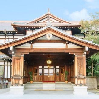 奈良ホテルの正面玄関。ここでの写真は皆様に大人気!