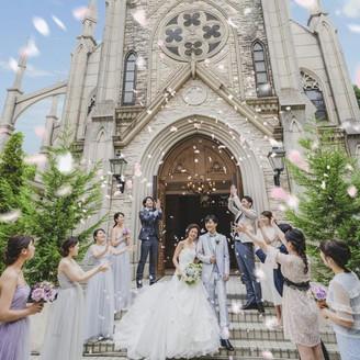 祝福の森に佇む大聖堂「天使の教会」でゲストから盛大な祝福を
