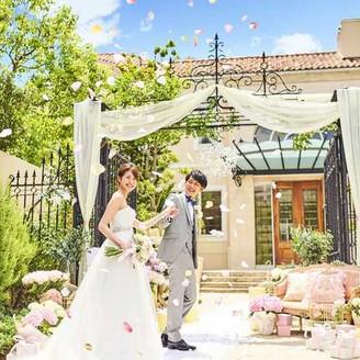 ゲストを一番最初にお出迎えするエントランス。ウェルカムボードやお花を飾ったり、おふたりらしくお迎えして♪