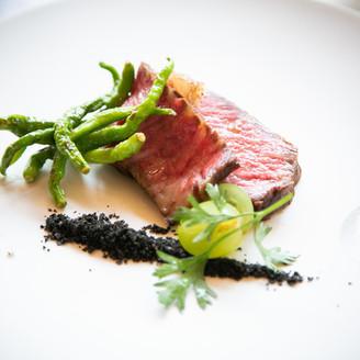 カップル実例/新郎の地元「豊後牛」を使用したメイン料理
