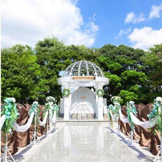 【挙式会場 ガーデンチャペル】東京タワーの景色とウェディングベルが鳴り響く青空の下でのウェディングは最高の想い出に☆