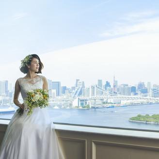 地上100m、29階披露宴会場前での一枚。大切なゲストに見せたい景色がそこにはあります