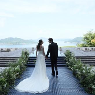 目の前には瀬戸内海の素晴らしい景色が広がる