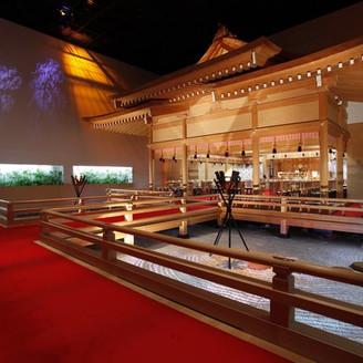 壮大なスケールの神殿は館内にあるので、移動の負担も少なく季節や天候にも左右されない。最大88名の着席が可能。