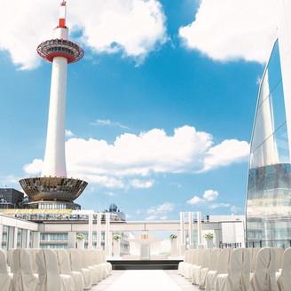 ■屋外挙式場 誓 chi ka i■永遠の誓いを行う場所。そしてこの誓いのステージは、京都駅といういつまでも存在するところ。