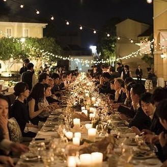 """8000坪の街全体を使った150名を超える海外を感じさせるウェディングパーティ―。 """"街""""だからこそできる、""""街""""でしかできない空間をご提案 まるで海外に訪れたような非日常を体感してみませんか?"""