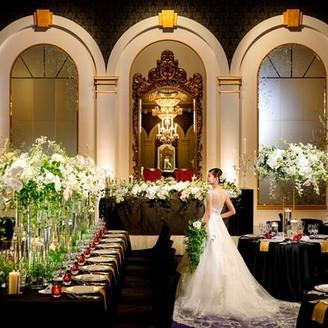 【ローズルーム オリアーナ/ソノーラ】高い天井に煌めくシャンデリア、優美な鏡。ヨーロッパの宮殿や館を思わせる華やかなボードルーム。