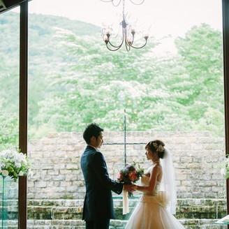 軽井沢の緑に見守られながれ、永遠の愛を誓い合います。