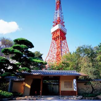 東京タワーのすぐ下に広がる広大な日本庭園