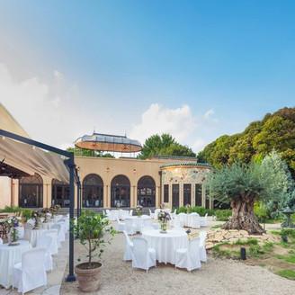 ガーデンを使用してのパーティは小笠原伯爵邸人気のスタイル。ご歓談、カクテルパーティ、デザートブッフェ等おふたりのご希望に合わせて。