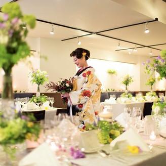近隣湯島天満宮での挙式後は自宅のように寛げる貸切の会食を。