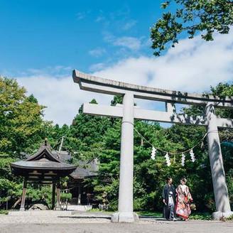 【彌高神社】美しい花嫁たちと歩んで60年。四季の彩が厳かな神前式に華を添える。