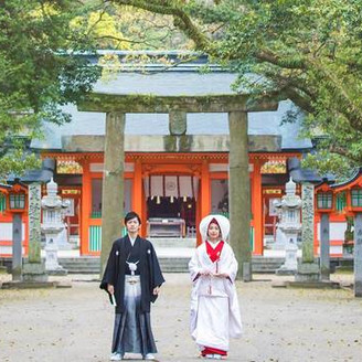 「住吉神社」で神前式のあとには、ホテルニューオータニ博多で祝宴を。