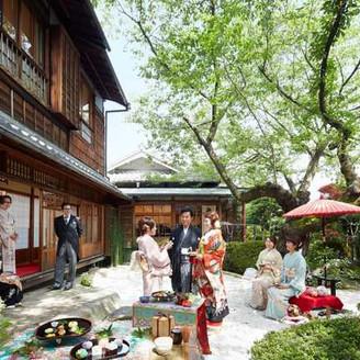 隣接する専用のお庭で、ウェルカムパーティやデザートブッフェもおすすめです。「神戸」「北野」で「和婚」なら「神戸北野ハンター迎賓館」へ。