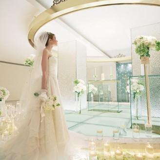花嫁様の姿をより美しく見せてくれる祭壇