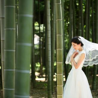 竹林の中でのウエディングドレス