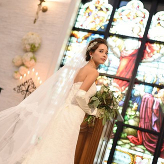 ロイヤルステンドグラスが 花嫁を輝かせる