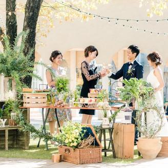 挙式と披露宴の間には フランス文化のアペリティフを  披露宴が盛り上がる秘訣です。