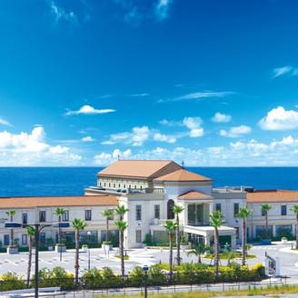 3,300坪もの広大な敷地、青い空と大海を見渡せる開放感あふれるリゾート・シチュエーションで、念願の素敵なウェディングを叶えましょう!