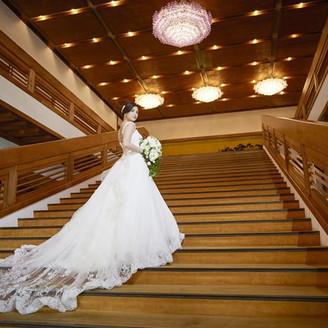 ホテルグランド東雲のシンボルとなる大階段は人気のフォトスポット