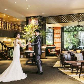 オリエンタルモダンのコンセプトを、おもてなしのロビーへご用意。デザイナーズホテルならではの美空間に歴史感とナチュラルな開放感を融合。