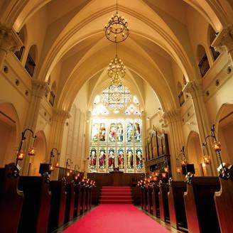 天井高約13m バージンロード20m以上ある大聖堂