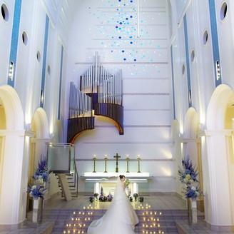 天井高20m、バージンロードの長さ25m、 圧巻なスケールの大聖堂