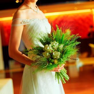 ウエディングドレスは提携ドレスショップが多彩なラインアップをご用意いたします。