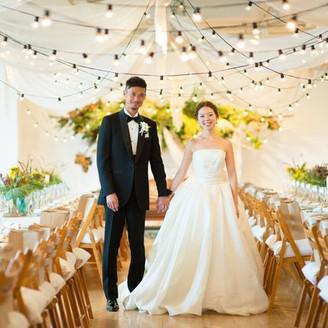 披露宴会場は、真っ白なキャンバスのようなスタジオ空間。おふたりのためだけの装花・装飾を行います。