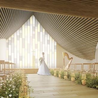 【6Fチャペル】新歌舞伎座のアイコンともいえる屋根を継承。隈研吾氏デザインの象徴となる「本物の木のぬくもり」「屋根へのこだわり」が表現されている。 和紙調のステンドグラスによる柔らかい光がさらに温かみある挙式を演出します  ※完成予想図
