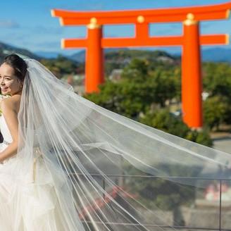 京都の景観に愛されたウェディング 平安神宮の鳥居とドレス・和装がとっても映える場所