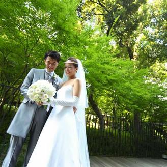 爽やかな緑の中では、ウェディングドレスもよく映え、一層美しさを増します。
