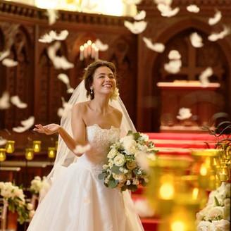 天使たちが祝福する大聖堂で特別なセレモニー140名収容の可の本格大聖堂『本物』が彩るセレモニー