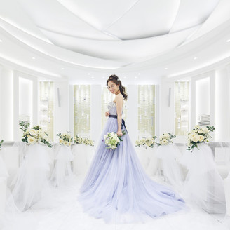 純白チャペルの空間に映える花嫁様の姿が神秘的