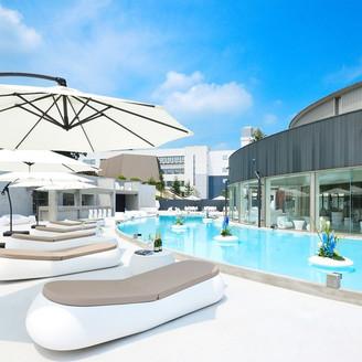 独立型ゲストハウス「ザ・チェルシーハウス」プールを備えたプライベートガーデンで様々な演出が可能です。