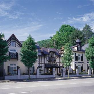 自然豊かな円山公園に隣接する一軒家レストラン