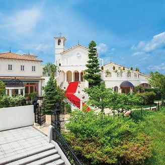緑豊かな美しい丘に佇み、爽やかな風に包まれる白亜の城【ザ コルトーナ ガーデン多摩】